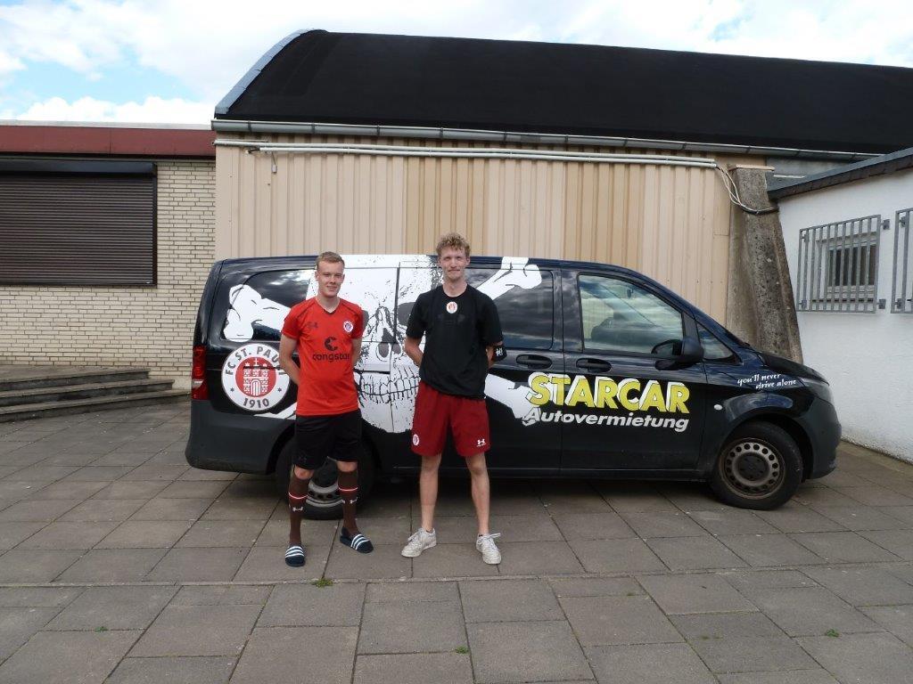 Jonas und Henry vom FC St. Pauli aus Hamburg